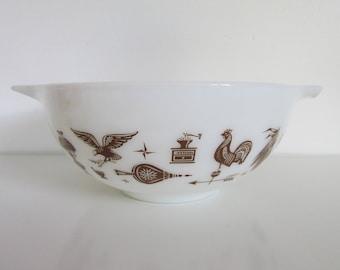 Vintage Pyrex Mixing Bowl 2.5 QT, chicken pyrex, eagle pyrex