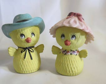 Vintage Lefton Novelty Chicks with Hats Salt and Pepper Shakers