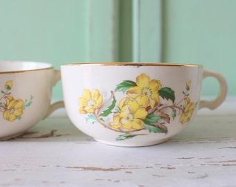 Vintage RETRO Coffee Mug Set of 2...retro mugs. set. espresso. kitschy. green. yellow. mod. retro kitchen. 1960s. 1970s. drink. swirl. funky