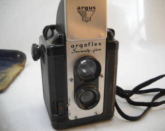 Vintage Argus Argoflex Seventy-five Box Camera With 630 Film Inside And Case Free Shipping