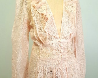 Vintage 1940s (late 30s) Pink Lace Dressing Robe. Boudoir Robe. Large