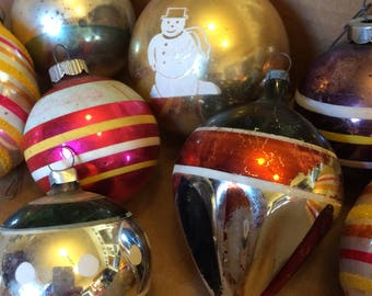 Shiny Brite Lot of 9 1940s Christmas Ornaments. Last one !