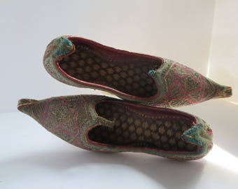 Childrens Indian embroidered curled toe leather Punjab Jutti flats
