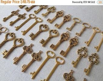 ON SALE Keys to the World - Gold Skeleton Keys - 76 Large Vintage Keys Antique Gold Bulk Skeleton Keys Skeleton Gold Wedding Keys Set Gold F