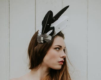 Black & white feather headdress 'Aves'