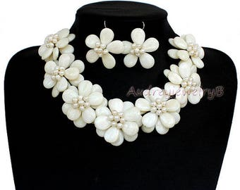 White shell FW pearl Flower Necklace Earrings set Statement Necklace Bib necklace sister gift, friend gift, mothers gift, wedding gift