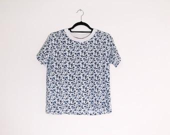 Blue White Ditsy Rose Floral Tee Shirt Large 90s Vintage T Shirt