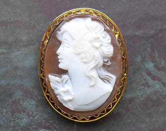 Vintage Shell Cameo in Piecrust Frame Pendant Brooch Pin Marked 925