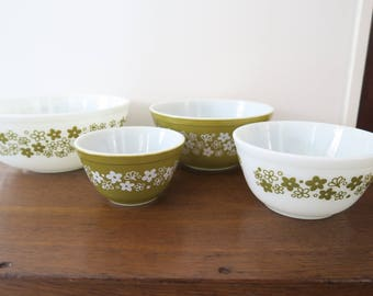 Vintage Pyrex Spring Blossom Green Crazy Daisy Mixing Bowl Complete Set of 4