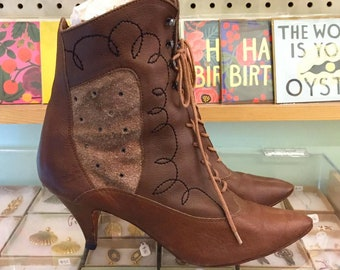Vintage 80s leather Lace Up Booties  Size 10 M (may fit size 9 or 9 1/2 )   Made in Brazil