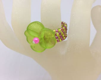 Ring Lime Green and Pink Pansy Flower Memory Wire Expandable Seed Bead Ring, Ladies Jewellery Gifts For Her  UK Ring Size L US Ring Size 6
