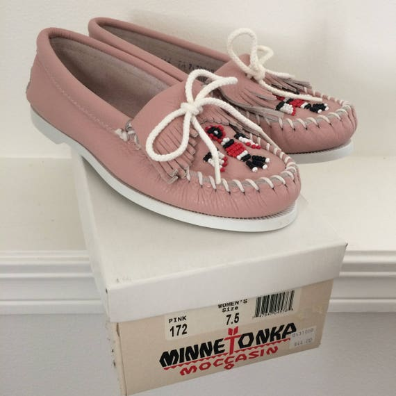8d5f2a14240e vintage womens pink leather minnetonka moccasin shoes NOS well-wreapped