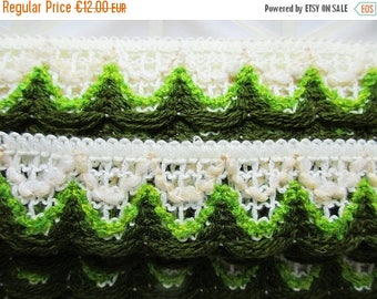 SUMMER SALE - German Vintage Retro White and Green Rustic Fabric Border Trim Ornamental Trimmings for Lampshades Curtains, Supply