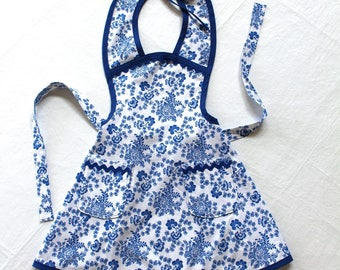 Child Size Vintage Style Blue and White Flower Apron with two double lined pockets - Mommy and Me in the Kitchen