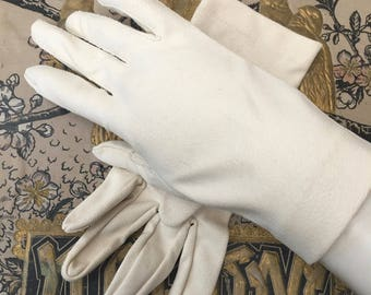 Pretty Pair of 1950's Ivory Colored Gloves by Crescendoe