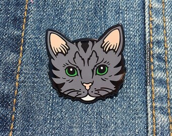 Gray Tom Cat Pin