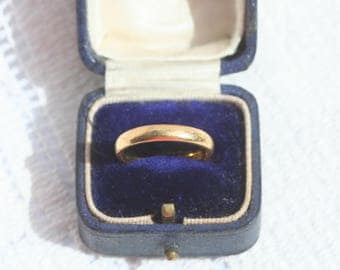 FREE SHIPPING  Vintage 1970s 22 Carat 22ct Yellow Gold Wedding Band Ring