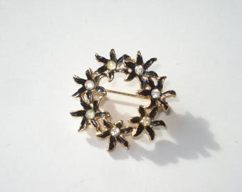 Vintage Gold Wreath Rhinestone Brooch -  Round Gold Tone Flower Pin - Retro Costume Jewellery - 1980s