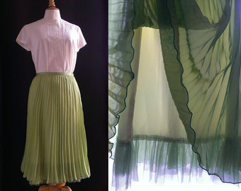 1970/80's Vintage light green skirt with pleats, XS size