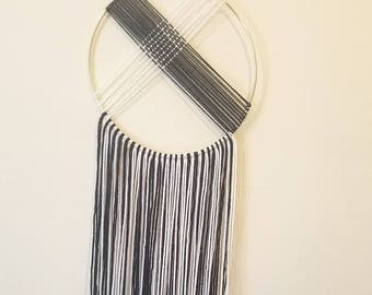 Black and White Yarn Hanging - Yarn Mobile - Wall Hanging - Home Decor - Contrast - Weaving