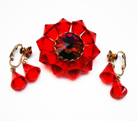 Ruby flower Brooch and earrings - Rivoli Rhinestone -  Red Lucite floral  -clip on earrings - Mid Century jewelry set