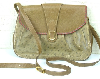 60's Gucci Cross the Shoulder Bag - Gucci Accessory Collection - Sleeper Bag Included - Leather Tag - Registration Number in Gold