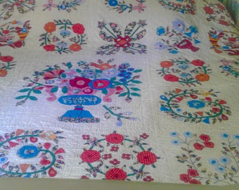 Vintage Handmade hand stitched Applique Quilt FREE SHIPPING!!