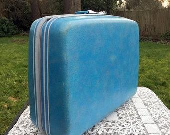 17% OFF SALE Blue Samsonite Case/Samsonite Silhouette/Sky Blue Suitcase/80's Samsonite Case/Hard Sided Suitase/Wedding Suitcase/Photo Prop/S