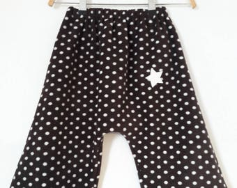 pants 3/4 years in dark brown fleece and white polka dots.