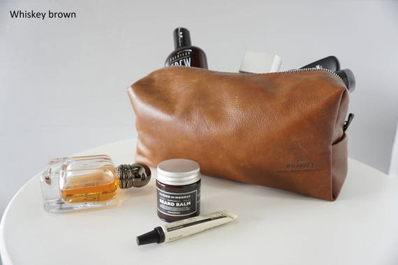 f93ab657abc7 This practical wash bag has plenty of room to organize your toiletries and  grooming products with a spacious