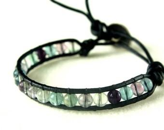 Bracelet en cuir noir et perles de fluorite