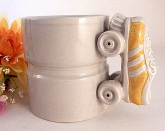 Coffee Mug Roller Disco Skating Yellow Shoe Skates White Ceramic Roller Derby Cup Vintage 1970s Novelty Tableware Father's Day Gift