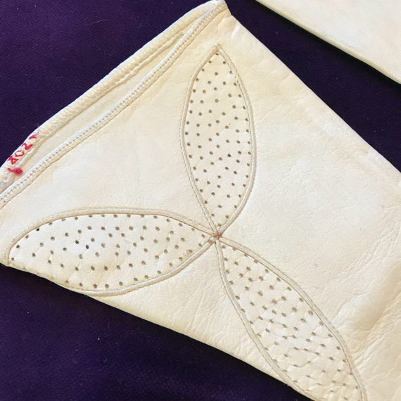 1920s gloves white leather gauntlet gloves punched leaf design off white 20s gauntlet x small 5