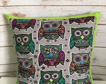 Bright owls throw pillow