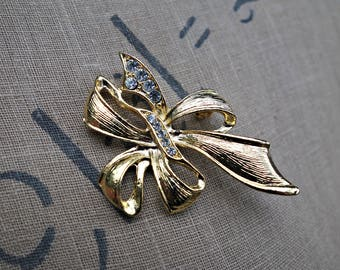 40s 50s bow brooch | 1940s 1950s diamante brooch | gold tone costume jewellery | vintage jewelry