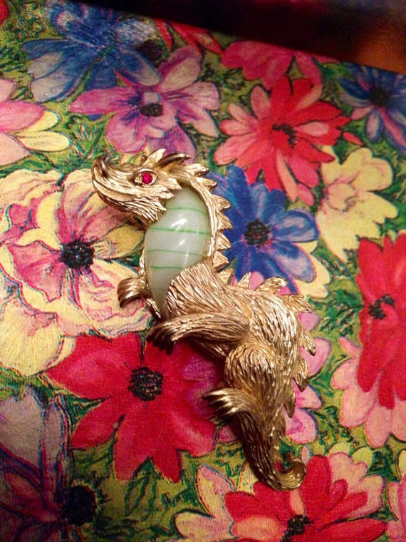Vintage MARVELLA 1960's DRAGON brooch with green Peking glass stone