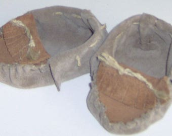Brown Leather Baby Moccasins,Hand Crafted Size 2-4 Infant Moccasins Suede Leather Hand-cut and Sewn