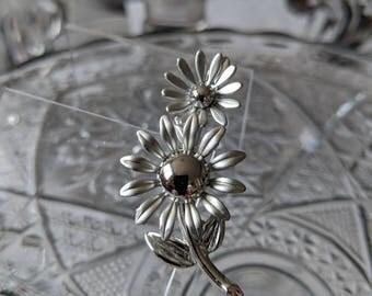 Small Silvertone Daisy Pin