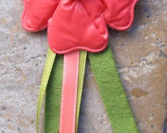 "Fabric destash: brooch ""coral fleurette"" green and pink ribbons"