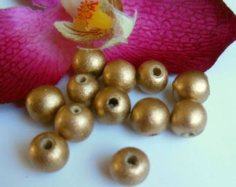 set of 12 round wooden beads