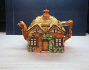 Cottageware Thatched Roof Tea Pot Maruto Mu Ware (Made In Occupied Japan)