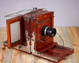 Vintage Studio Camera Globica II.  Lens Trioplan 1:4.5/260mm  Meyer-Optik. Not working. Camera for display.