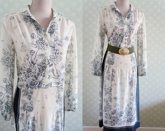 70s Vintage Large size dress. Romantic, delicate vintage 70s dress.