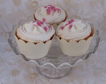 20 textured ivory cupcake wrappers