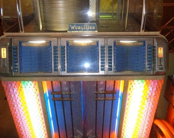 Wurlitzer jukebox,full size, the real thing 1951 ,all original plays 78 or 45 RPM records
