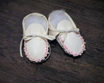 Baby Moccasins in White Leather and Pink Beads Made by Us
