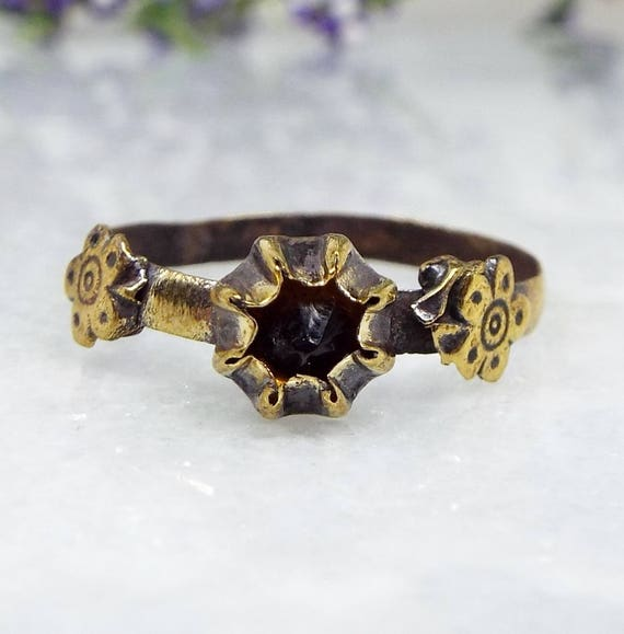 Antique Ancient Medieval Tudor Gold Bronze Naive Orange Stone Flower Ring / Size R