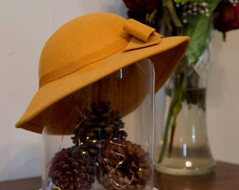 Sweet mustard yellow 1960's / 1970's brimmed hat