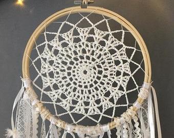 Capteur de rêves blanc avec rubans de perle