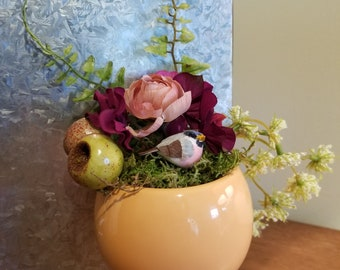 Small Magnetic Faux Flower Arrangement